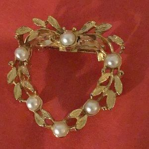 Jewelry - Gold Tone Christmas Wreath Brooch with Faux Pearl